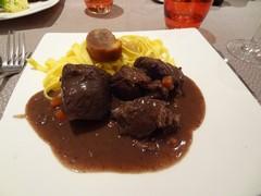 ディジョン料理・牛肉の赤ワイン煮.jpg