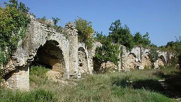 Nimes Aqueduct-C.jpg
